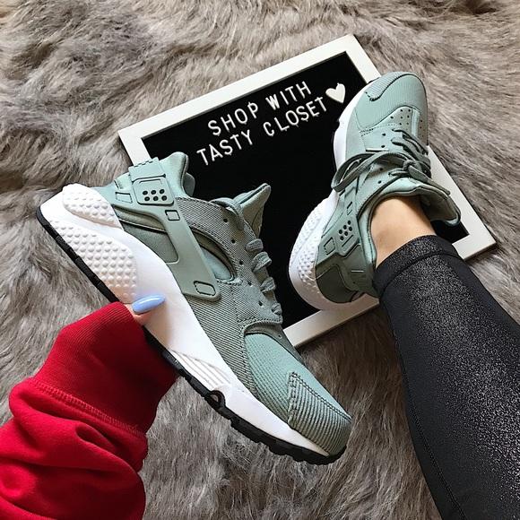 b3dac3db2e50 Nike air huarache run se sneakers